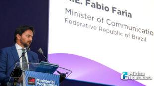 Direto da Espanha, Fábio Faria fala em novo prazo para leilão do 5G
