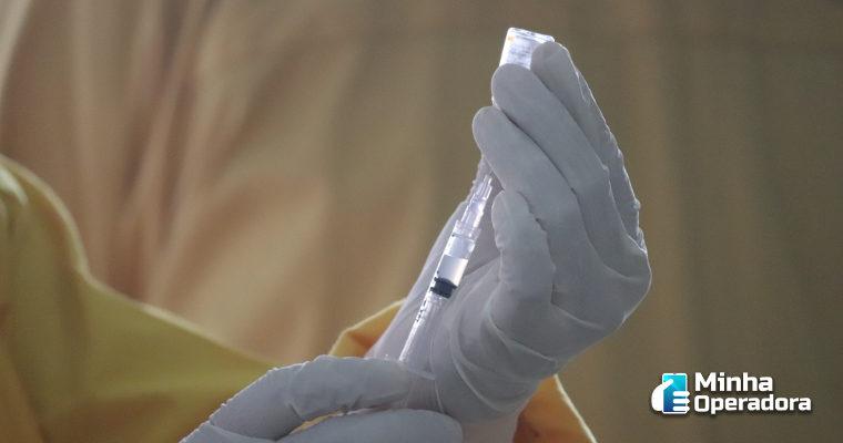 Operadoras pedem prioridade na vacinação de empregados