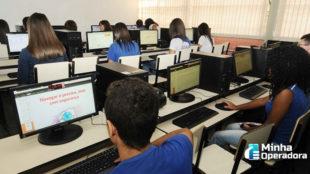 Publicada lei que repassa R$ 3,5 bilhões para levar internet às escolas