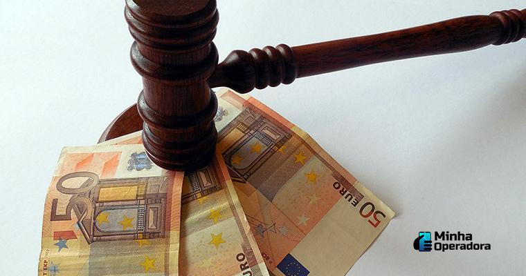 Ilustração com referência para a multa gerada pela venda de IPTV pirata.