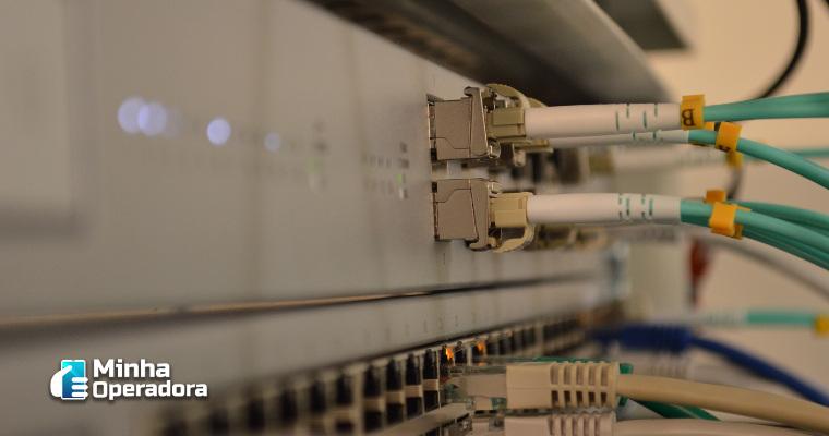 Anatel adia plano de levar fibra óptica para 1,5 mil municípios
