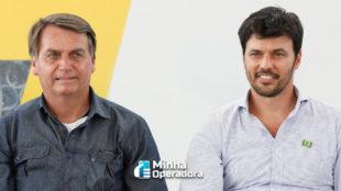 Bolsonaro condecora Fábio Faria com medalha Oswaldo Cruz