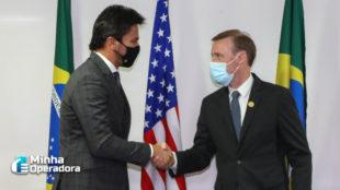 Fábio Faria recebe enviado do presidente Biden