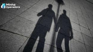 Homofobia: Claro é condenada a indenizar em R$ 20 mil um casal gay