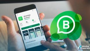 celular com o aplicativo do WhatsApp Business