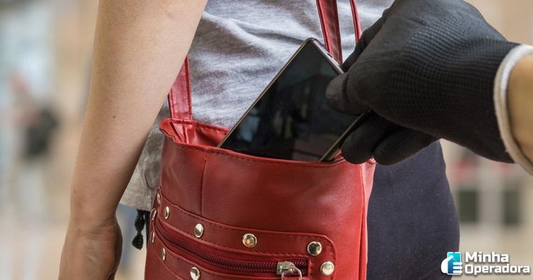 Lei estadual proíbe cobrança de planos em casos de roubo de celular